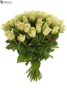 Kytice krásných bílých růží Athena